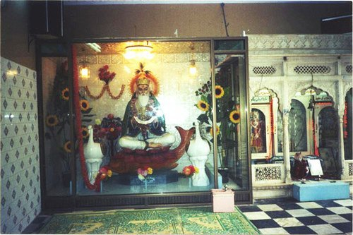 Jhulelal riding the Palla fish in Sukkur Shrine. Source: sindhiance.tumblr.com