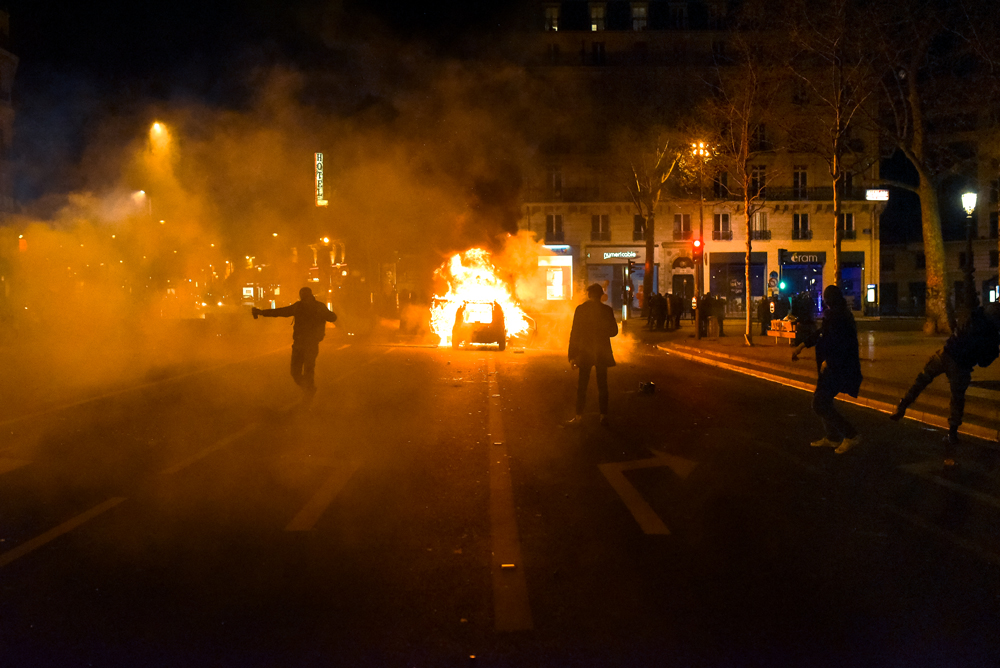 In the early morning of 10 April, clashes erupted between the riot police and demonstrators in the margins of Nuit debout. Place de la République, 10 April 2016.