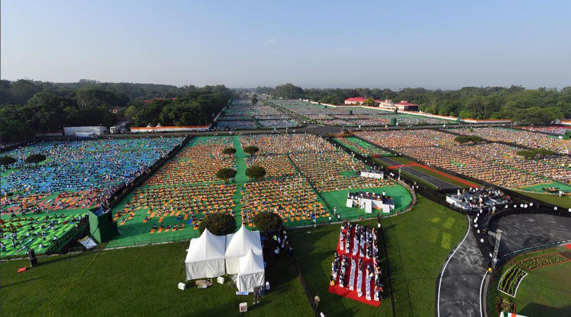 The Yoga Day programme in Dehradun led by Prime Minister Narendra Modi. (Narendra Modi/Twitter)