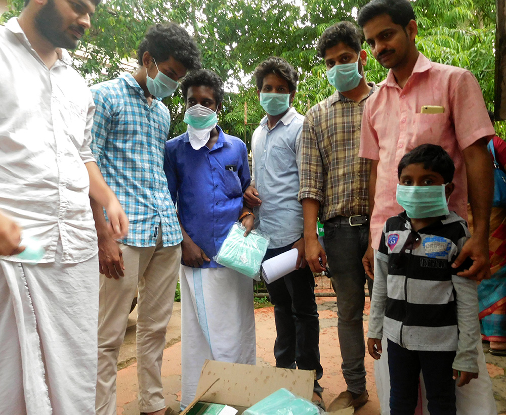 Youth Congress workers distribute masks in Changaroth gram panchayat on Wednesday. Photo credit: TA Ameerudheen