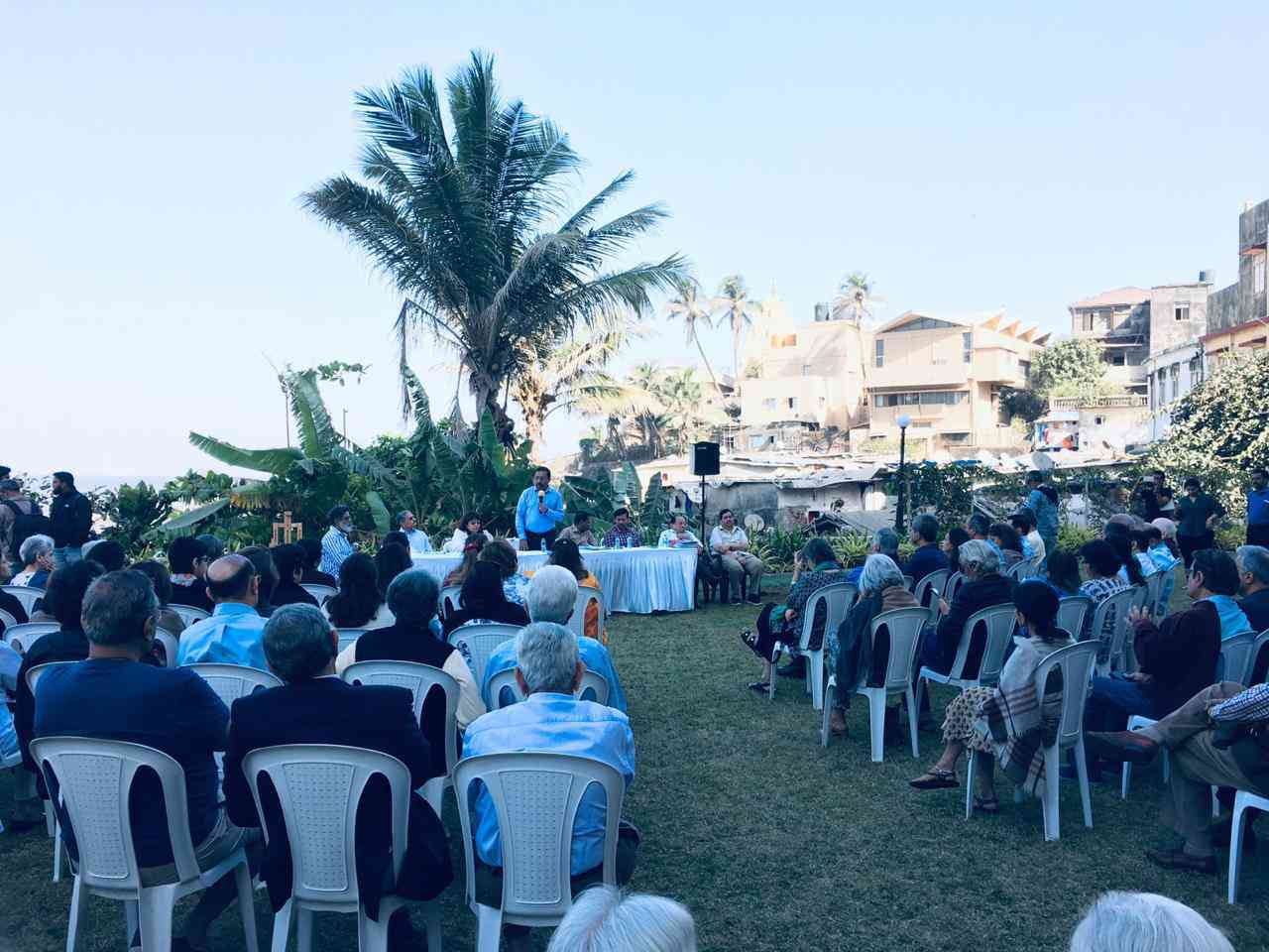 Residents of Breach Candy and Worli organised a public meeting on February 9 to get urban experts and civic officials to share information about the coastal road with citizens. (Photo credit: Citizens for Responsible Development).