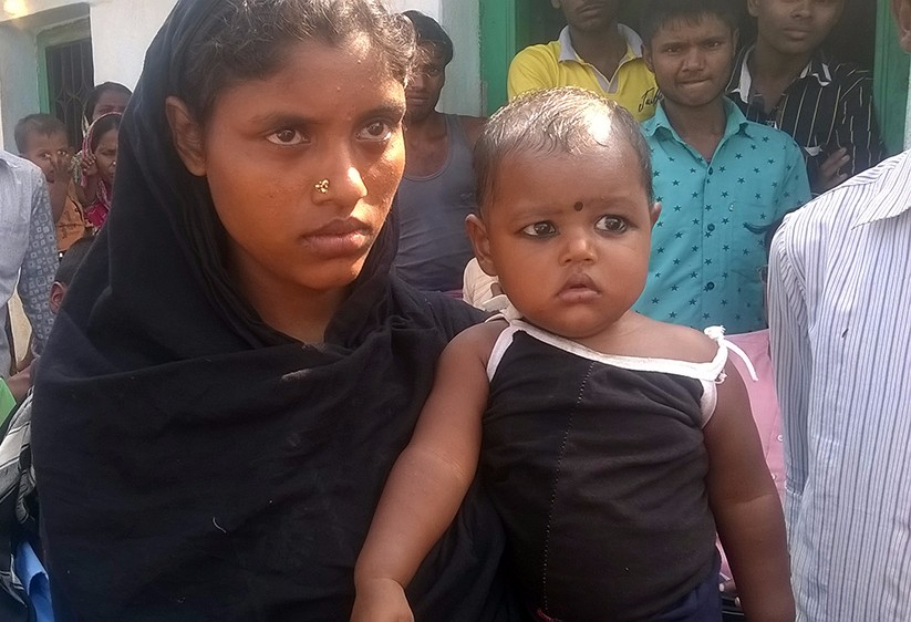 Minhaj Ansari's wife Mohida with her eight-month-old infant daughter. (Photo credit: Dheeraj Kumar).