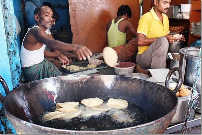 Kachoris being fried at Vajpayee Kachori Bhandar (Image courtesy: Finelychopped.net).