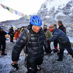 Sherpas warn of growing risks of climbing Everest