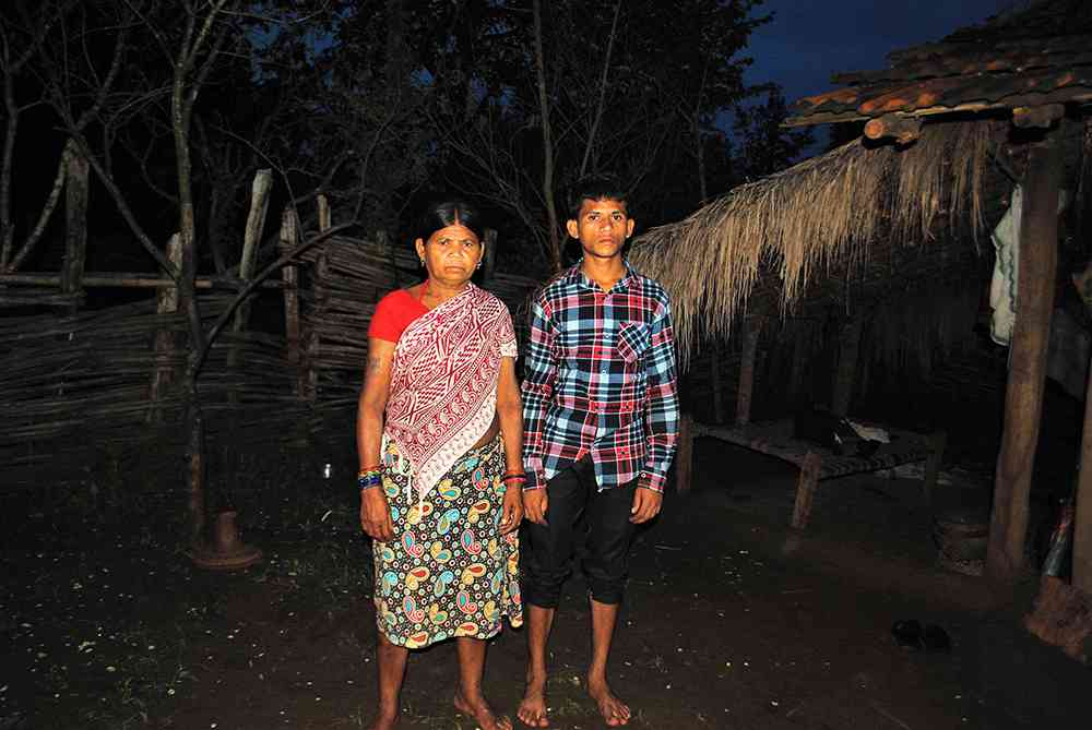 Sodi Sukdi with her younger son Sodi Unga. He older son Sodi Parbhu was killed in the firing. Photo credit: Malini Subramaniam