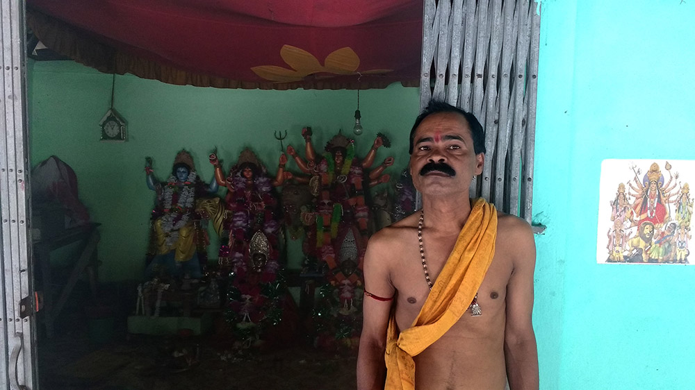 The purohit of the temple, Jadav Pramanik, wants to rename the Sanskrit-Arabic compound