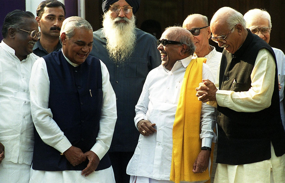 Karunanidhi with BJP leaders Atal Bihari Vajpayee and LK Advani in 1999. (Photo credit: AFP).