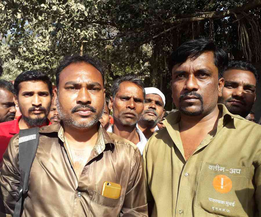 Narayan Sarode (left), a contract-based sanitation worker in Mumbai, with Shantuvar Thorat, a permanent employee. (Photo credit: Aarefa Johari).