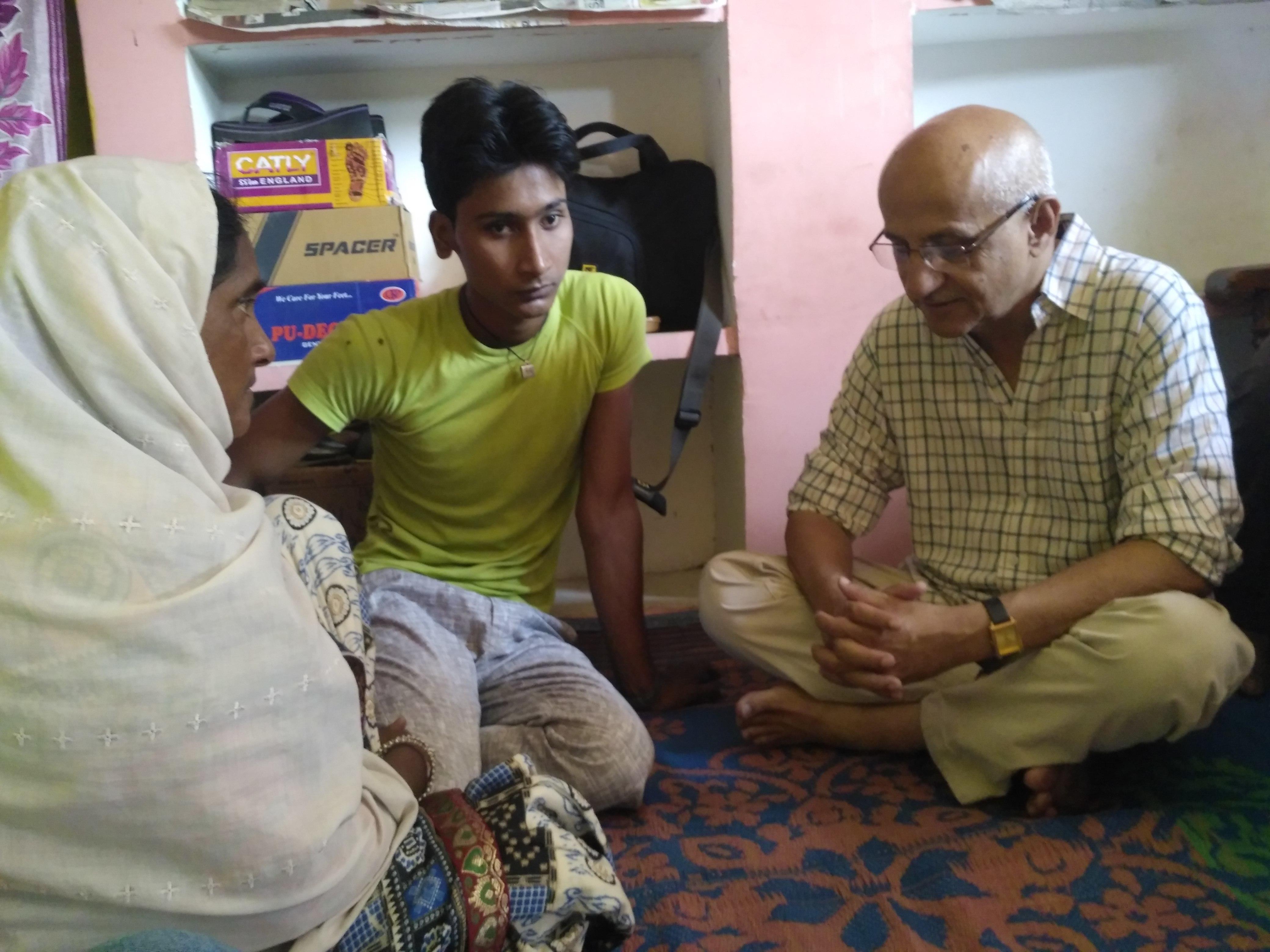 With Amiluddin Ansari's widow Mariam Khatoon and son Shahban. (Credit: Ashraful Hussain)