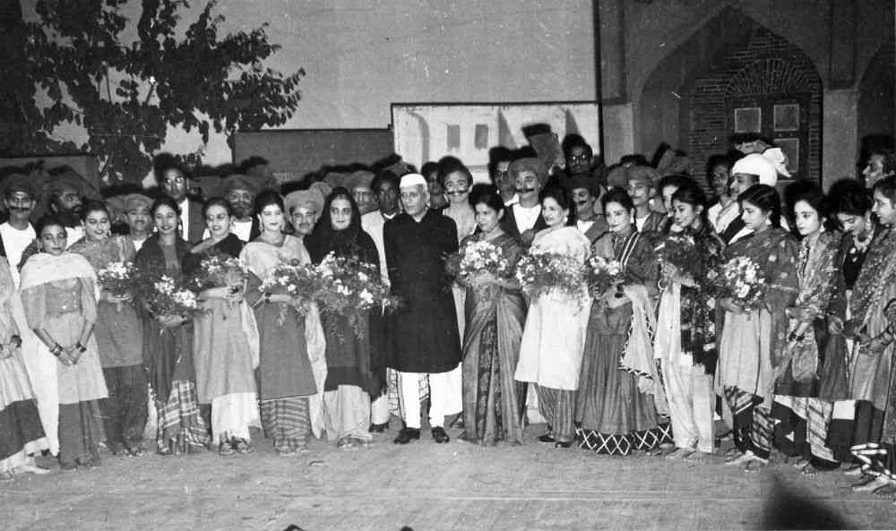 "Nehru with Sheila Bhatia and Shanno Khurana (second to his right) at the curtain call for 'Heer Ranjha', where he famously exclaimed: ""ladkī kya ghazab kar diya!"" A few years later, he rushed back from Dehra Dun to catch a show of her opera 'Sohni Mahiwal'."