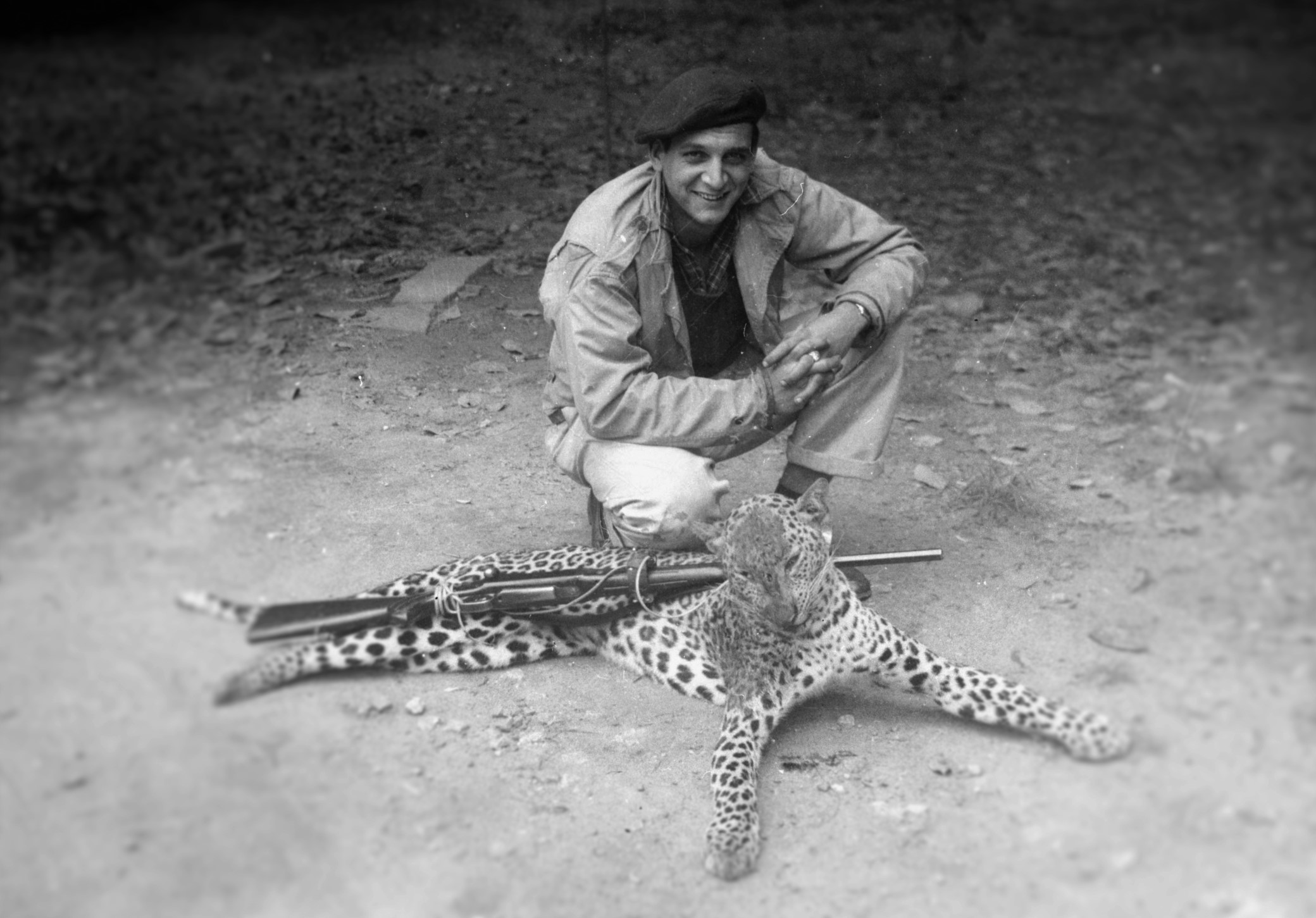 Donald Anderson with panther | Wikimedia Commons (Licensed under CC by 4.0)