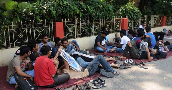 Why are a handful of Jadavpur University students on a fast to death?