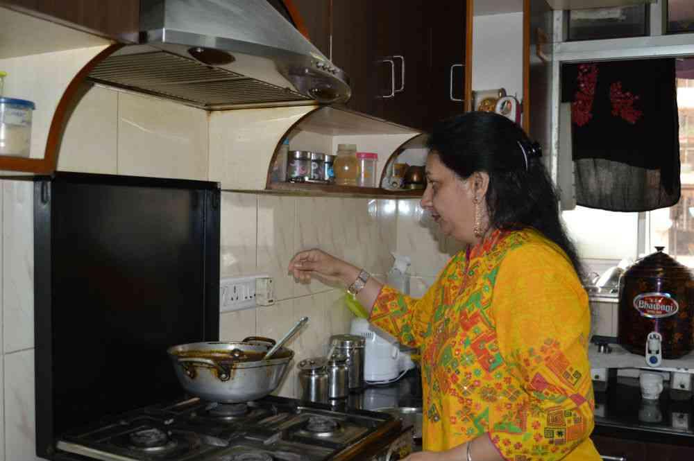 Ratna Bindra in her kitchen. Photo courtesy: FoodyBuddy.