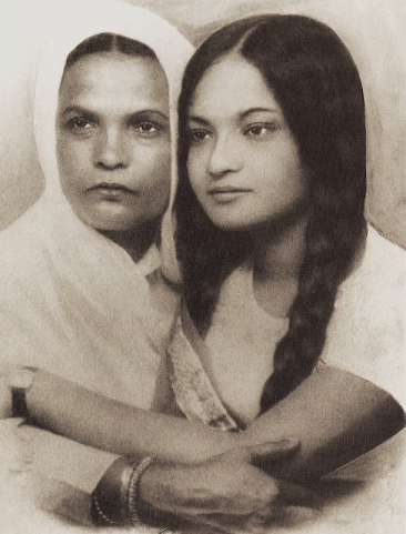 Mushtari and Begum Akhtar (left). Image credit: Sangeet Natak Akademi.