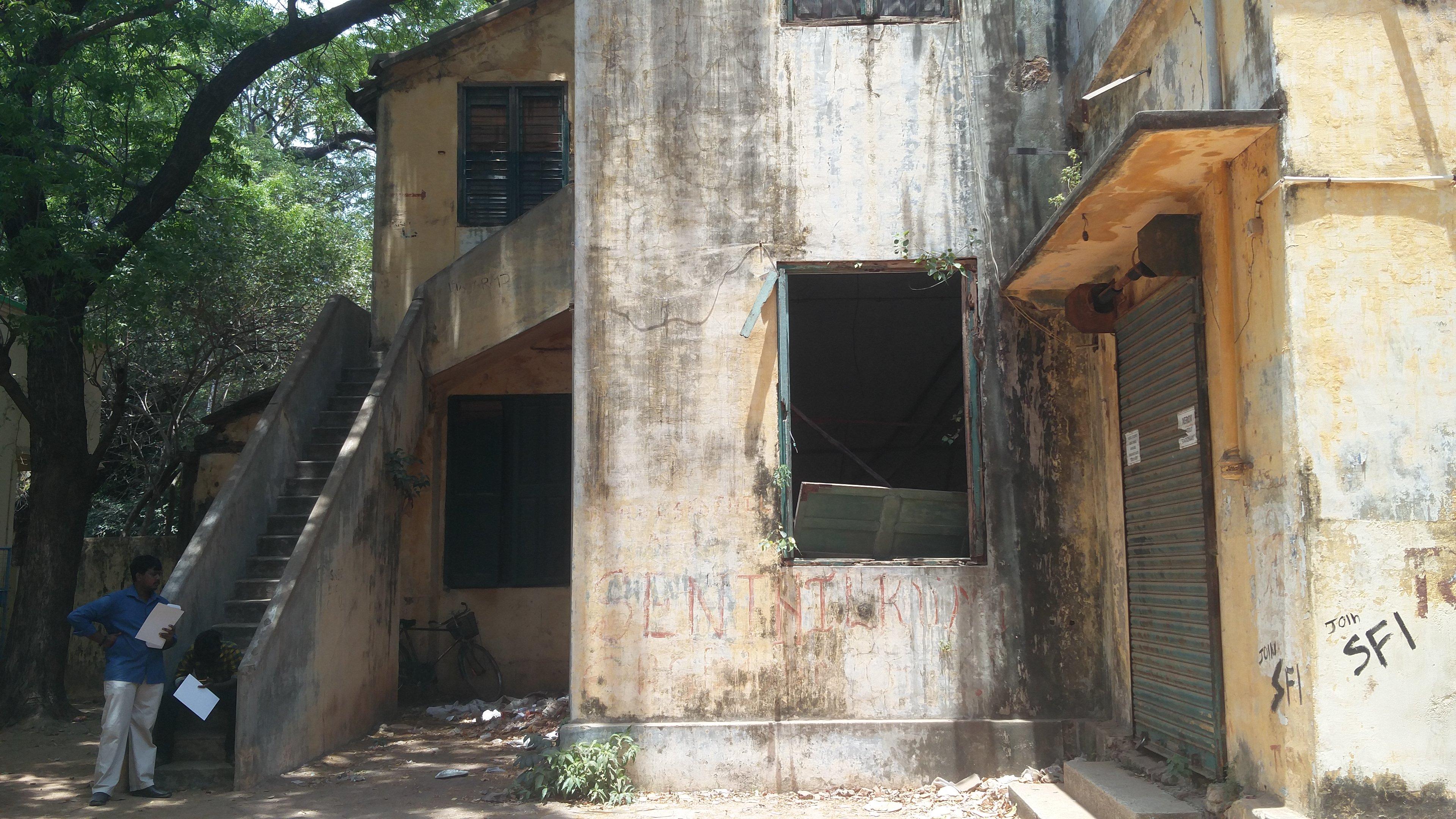 Rundown buildings in the campus of Pachaiyappa's College. (Photo credit: Vinita Govindarajan).