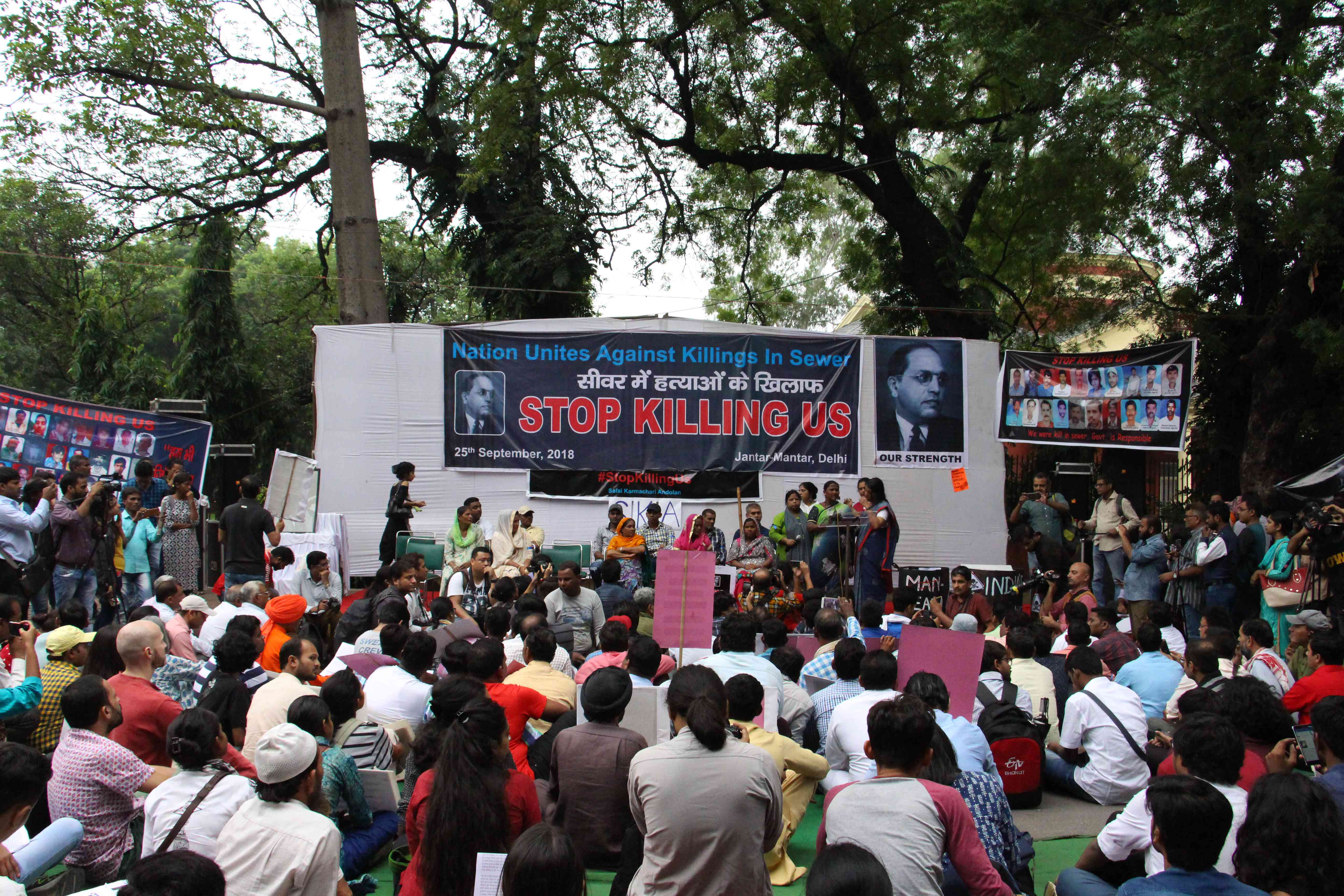 Sewer workers, activists and students from across India joined the protest at Jantar Mantar. Photo credit: Aabid Shafi