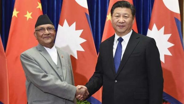 अपनी चीन यात्रा के दौरान नेपाल के प्रधानमंत्री केपी शर्मा ओली चीनी राष्ट्रपति शी जिनपिंग के साथ