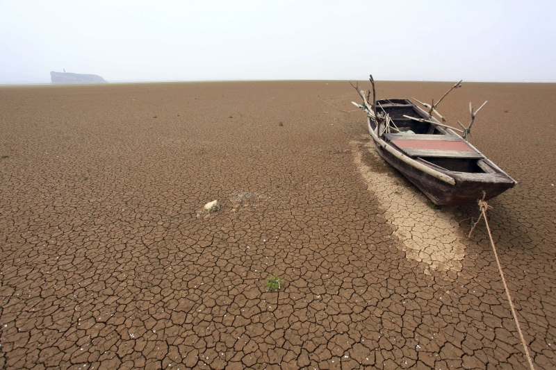 A boat is stranded on the cracked bed of a dried area of Poyang Lake in East China's Jiangxi province in 2011. (Photo credit: Reuters/China Daily).
