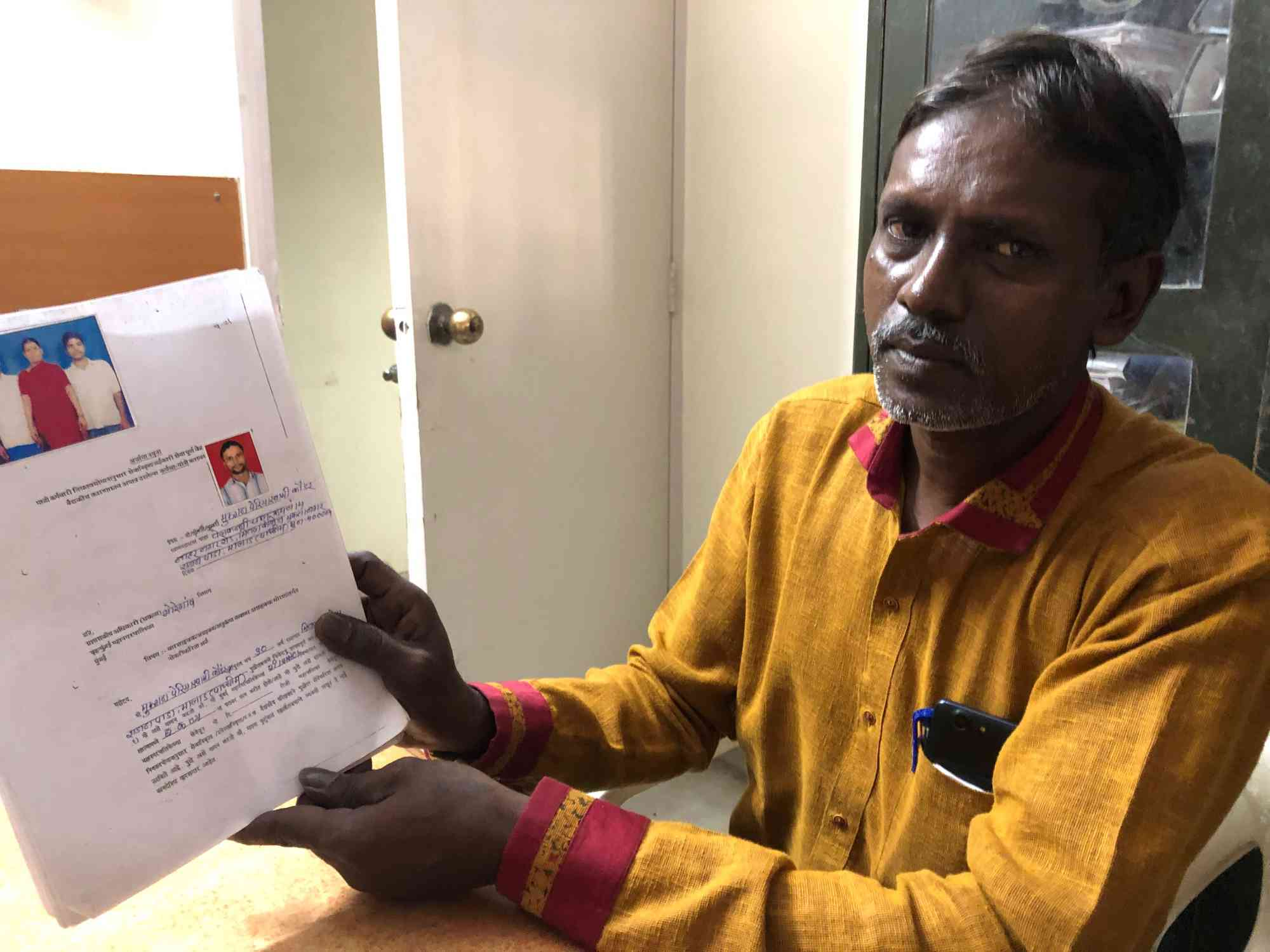 Sanitation worker Ravi Kannan Udayar at the Kachra Vahtuk Shramik Sangh union office in December. (Photo credit: Sujatha Fernandes).