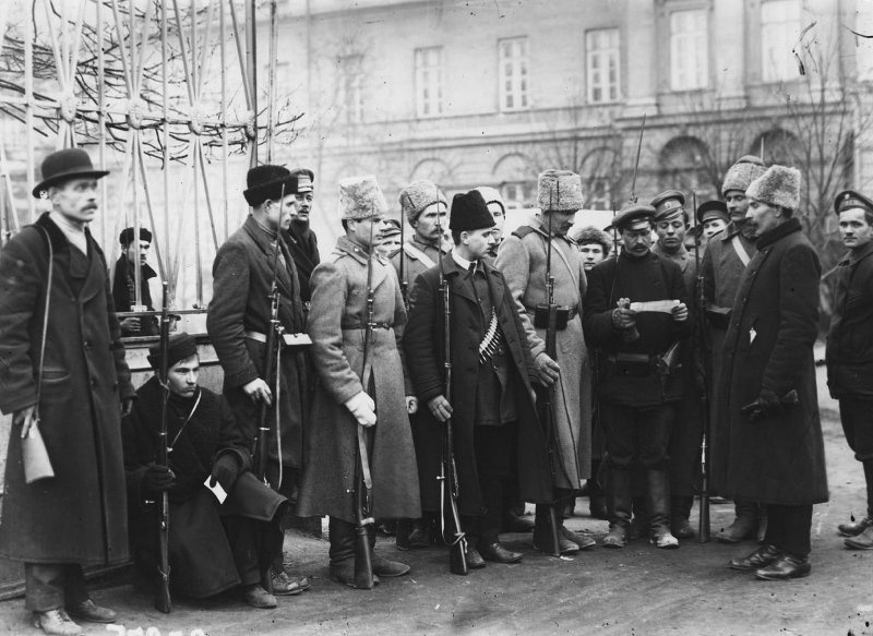 At The Gates of Smolny, 1917 | Image Credit: Wikimedia Commons