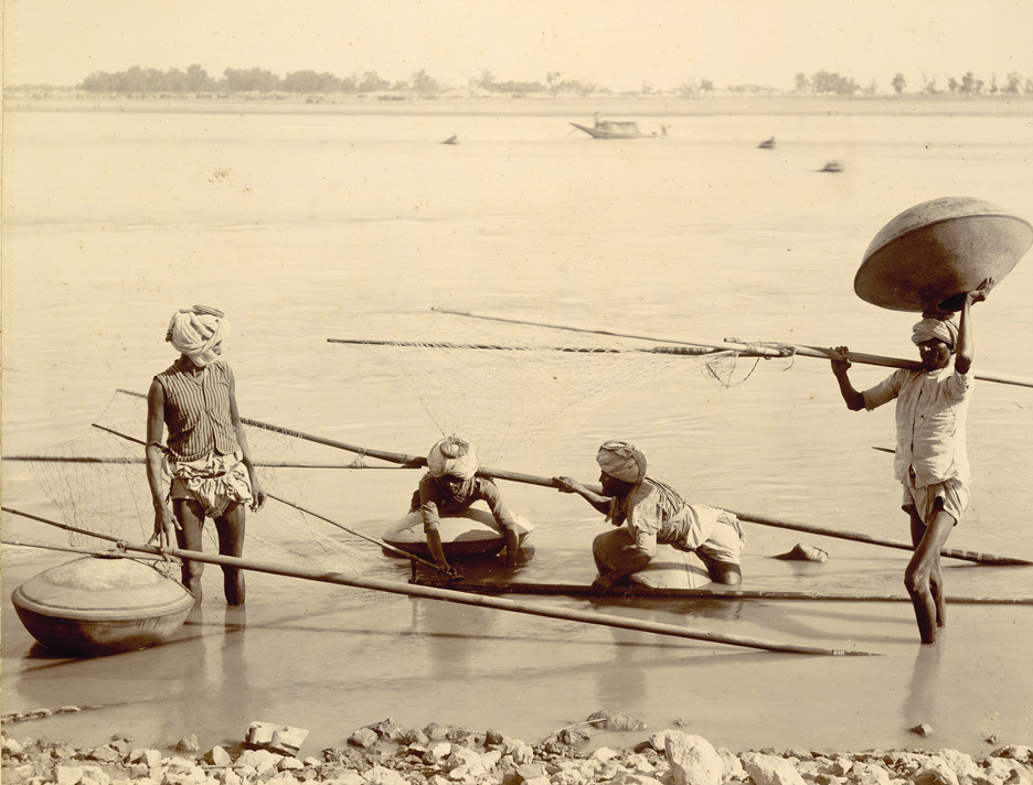 Palla fishermen near Kotri in Lower Indus, photographed in 1890. Source: The British Library