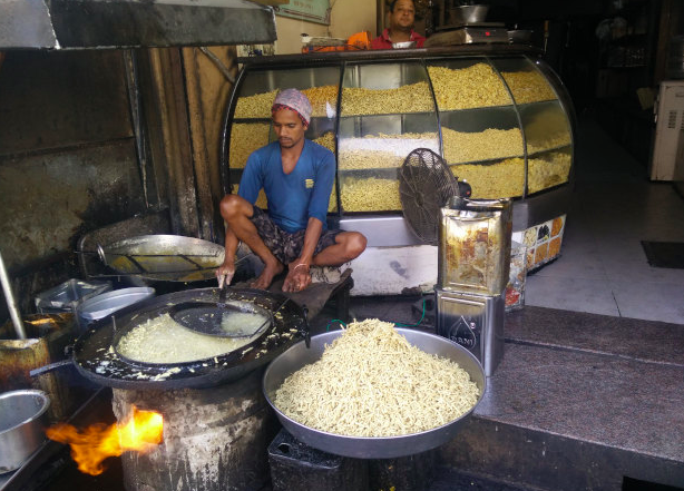 Ratlami sev is fried outside a namkeen shop in Ratlam's market. Photo credit: Nihar Gokhale/IndiaSpend