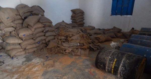 As food crisis deepens, a ration shop is looted in Bundelkhand