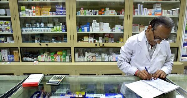 दुनिया की फार्मेसी कहे जाने वाले भारत में दवाओं के हजारों मेल बिना मंजूरी के बिक रहे हैं