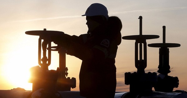 How Saudi Arabia's grip on oil prices could bring Russia to its knees
