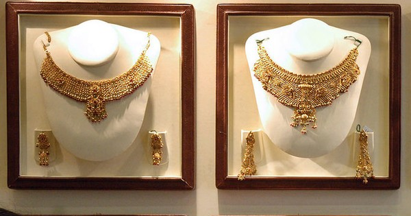 Global cues push gold prices up past Rs 30,000 for the first time in two years