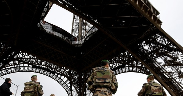 Paris police find suicide vest in dustbin, bomb squad called in