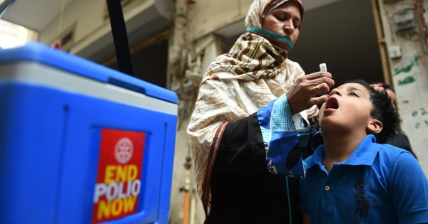 Seven police officers guarding polio team gunned down in Karachi