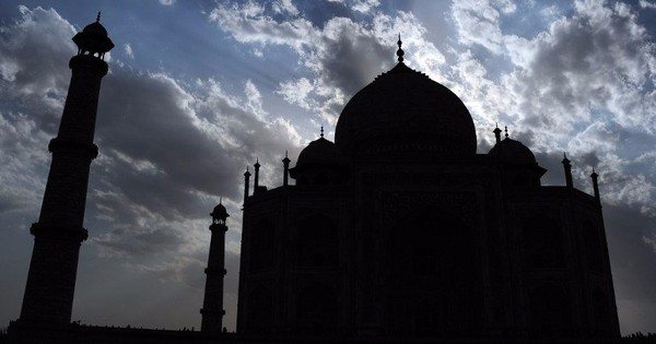 Whitewashed Mughals: Didn't you know the Taj Mahal was named after a group of hotels?