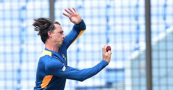 Dale Steyn takes one wicket in return to cricket more than a year after injury