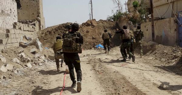 इराकी सेना द्वारा आईएस को उसके आखिरी ठिकाने से खदेड़ने की लड़ाई छेड़ने सहित दिन के बड़े समाचार