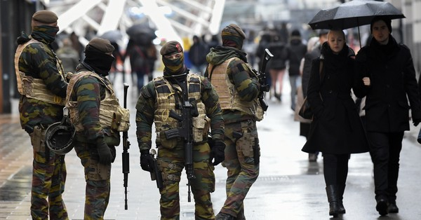 Brussels lockdown continues, reports say Paris attacks suspect could be in city