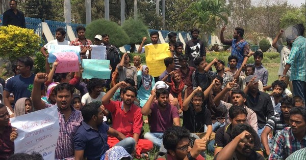 In pictures: Hyderabad students break media blackout, take protest outside the campus