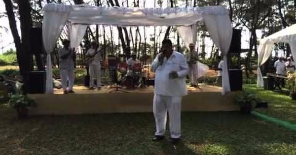 Watch Goa's 'Robin Hoodesque' minister Churchill Alemao croon at Goa's Cashew Trail festival