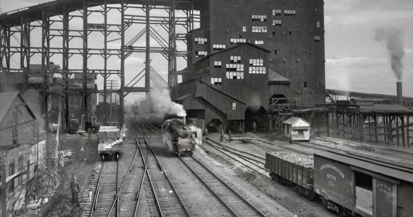 This video created by animating old photos brings alive American cities from the early 1900s