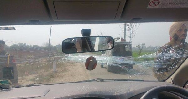 Arvind Kejriwal's car pelted with stones in Ludhiana