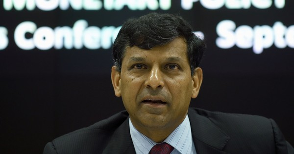 RBI Governor Raghuram Rajan keeps key rates unchanged, indicates a wait-and-watch policy