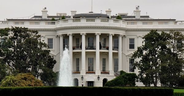 White House on lockdown after suspicious package found, one person in custody