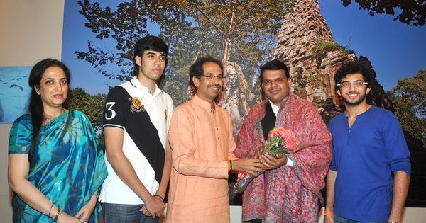 शिवसेना अब फिर दुविधा में है कि महाराष्ट्र की देवेंद्र फडणवीस सरकार से समर्थन वापस ले या नहीं