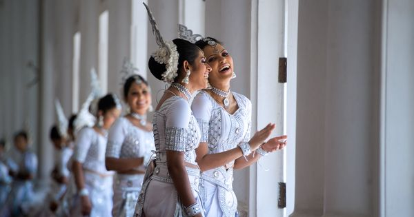 are the sinhalese people descendants of bengali and odiya