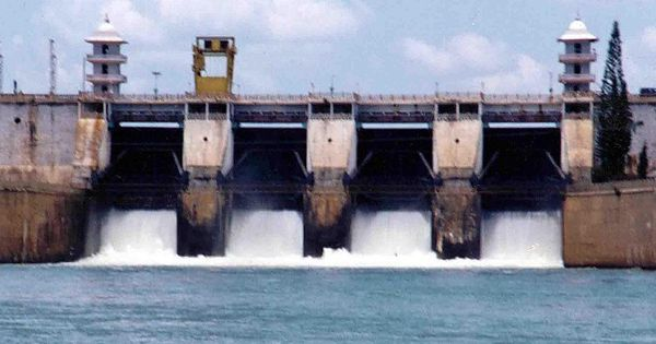 Cauvery row: Kumaraswamy invites Rajinikanth to check depleting Karnataka reservoirs