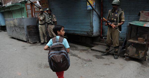 जम्मू-कश्मीर : दो हफ्ते बाद स्कूल खुले, लेकिन छात्रों की उपस्थिति न के बराबर