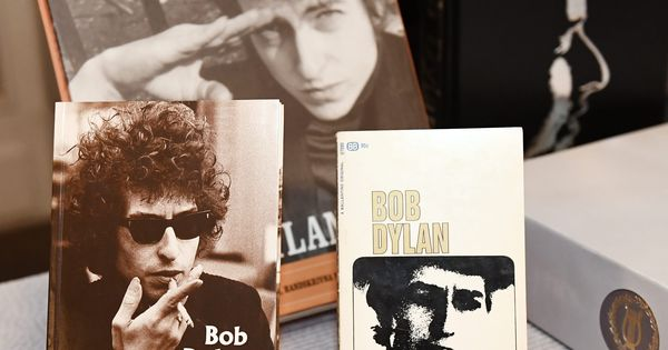 Here's proof that Bob Dylan reads poetry: Five extraordinary poems that inspired him