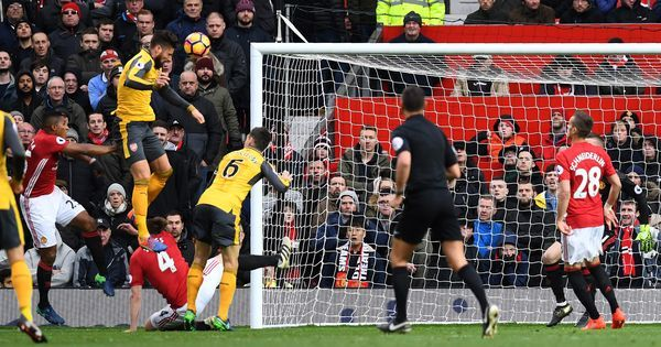 Premier League: Olivier Giroud nets late equaliser to deny Mourinho and United