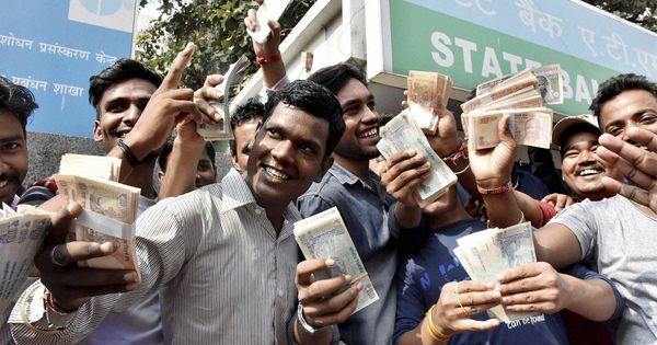 जब कोलकाता की एक इमारत से नोटों की बरसात होने लगी