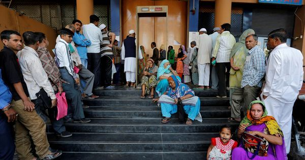 Even as common man is stuck in bank lines, raids have unearthed Rs 160 crores of new currency notes